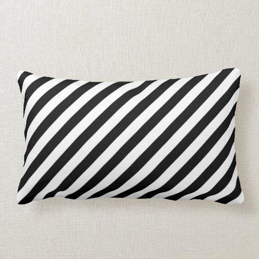 Sierkussen sierkussen tekst : Zwart-witte Diagonale Strepen Lounge Kussen : Zazzle