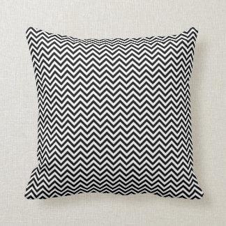 Zwart-witte het Patroon van de Zigzag van de Sierkussen
