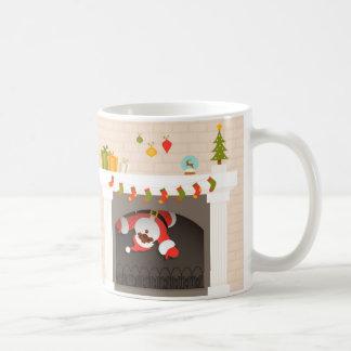 zwarte die santa in open haard wordt geplakt koffiemok