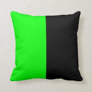 Zwarte en de Groene Gespleten Kleur van het Neon Sierkussen