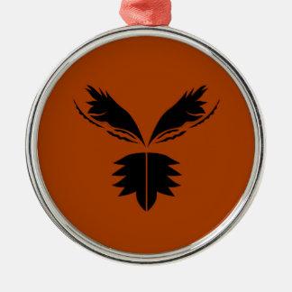Zwarte ethno van vleugels op bruin zilverkleurig rond ornament