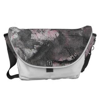 Zwarte Inkt op Roze Highlighter Messenger Bags