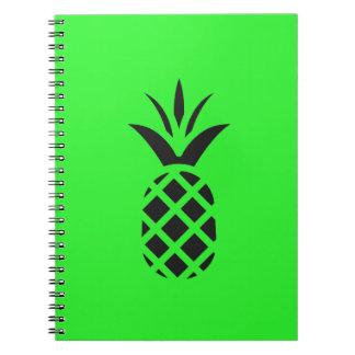 Zwarte pijnboomappel in Groen Ringband Notitieboek