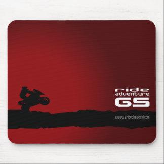 Zwarte rit-avontuur-GS op rood Muismat