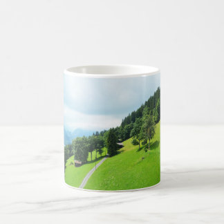 Zwitserse alpen in de zomer koffiemok